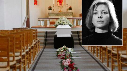 Den 76-årige skuespillerinde Hanne Borchsenius, der blev kendt som Søs i Far til fire-filmene, begraves nu fra Ordrup Kirke i Charlottenlund.