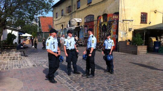 Politibetjente tilbage på Pusher Street efter et års fravær.