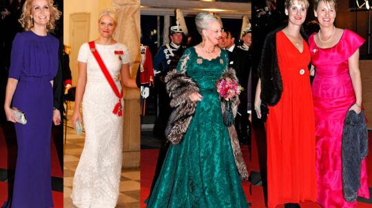 Modeekspert og redaktionschef for magasinet Cover Chris Pedersen udtaler sig om de kvindelige gæsters kjoler ved de to kongelige gallafester i weekenden.