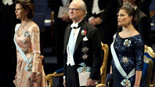 Dronning Silvia og kronprinsesse Victoria tager nu bladet fra munden og fortæller om, hvordan de er påvirket af beskyldningerne mod deres mand og far.