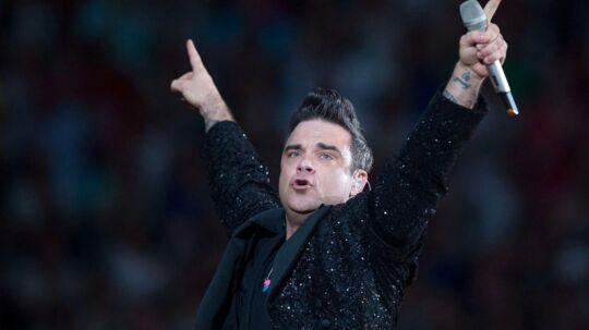 Robbie Williams er landet i Danmark, klar til koncerterne mandag og tirsdag.