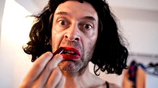 Martin brygmannoptræder bl.a. som karakteren ''Russiske Olga' i sit nye show.