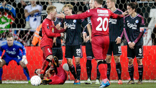 FCN-FCK. Christian Poulsen får rødt kort efter denne forseelse