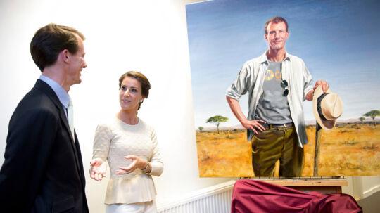 Prins Joachim version et og to.Prinsesse Marie kan lide begge versioner af sin mand, og var tydeligt stolt, da hun bemærkede, at portrættet var meget vellignende.- Han er begge mennesker, sagde hun begejstret om maleren Michael Melbyes oliemaleri.