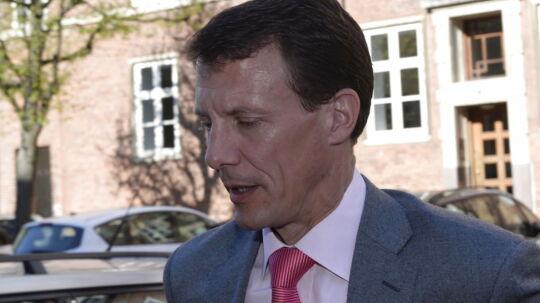 Det var en tavs prins Joachim, der tirsdag formiddag ankom til et arrangement i Forum i København. Prinsen ønskede ikke at kommentere påstandene om, at hans og hans hustrus kreditkort er blevet overvåget systematisk af ugebladet Se og Hør.