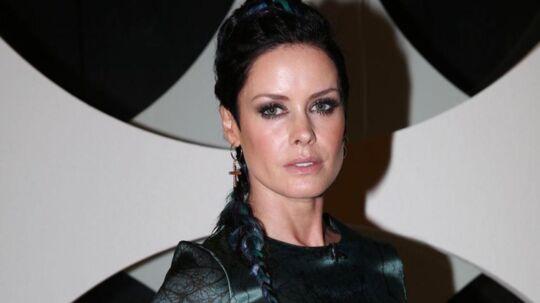 Lene Nystrøm ved, at hun i mange år har levet af sit udseende. Men en dag vil udseendet forfalde, og så vil berømtheden også.