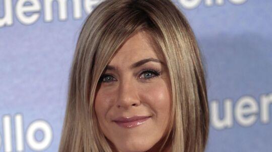 Jennifer Aniston bliver hårdt kritiseret af den aldrende komiker Joan Rivers, som mener, at hendes film er 'dumme'.