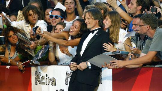"""Viggo Mortensen poserer på den røde løber til fremvisning af filmen """"A Dangerous Method"""" ved Venice Film Festival"""