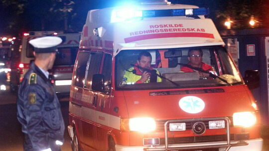 Ambulancer med døde og kvæstede forlader Orange Scene og kører mod Roskilde Sygehus d. 30. juni 2000. Klik dig videre til flere billeder fra d. 30. juni 2000
