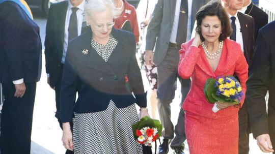 Dronning Silvia af Sverige ankommer sammen med dronning Margrethe til den svenske kirke i København onsdag.