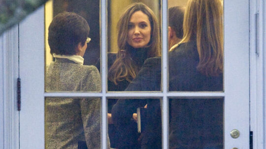 Actress Angelina Jolie is seen in the Oval Office during a meeting with U.S. President Barack Obama (not pictured) before he departs for a day trip to Chicago, from the South Lawn of the White House in Washington, January 11, 2012. REUTERS/Jonathan Ernst (UNITED STATES - Tags: POLITICS ENTERTAINMENT)