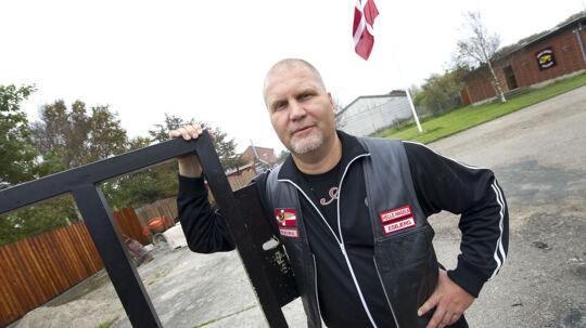 Jørn 'Jønke' Nielsen tog imod B.T. ved porten til Hells Angels nye Rockerborg Esbjerg.
