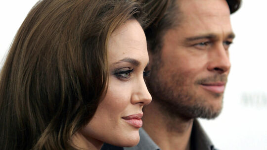 Angelina Jolie og gemalen Brad Pitt til forpræmieren på hendes debutfilm som instruktør 'In the Land of Blood and Honey' i New York 5. december.