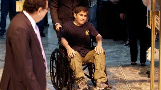 Efter at have drevet omkring i Stillehavet i formentlig mere end et år vendte Jose Salvador Alvarenga afkræftet hjem i en kørestol.