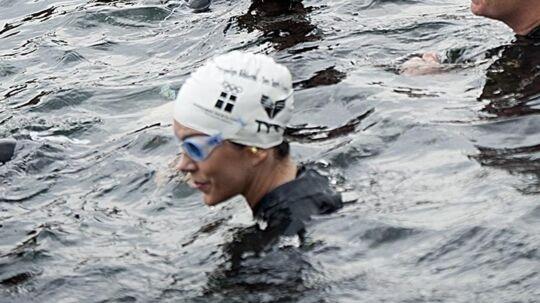 Måske der havde været lidt mere trængsel om Mary under den to kilometer lange svømmetur i Københavns kanaler, hvis de andre deltagere havde genkendt landets kommende dronning i vandet. Foto: Keld Navntoft