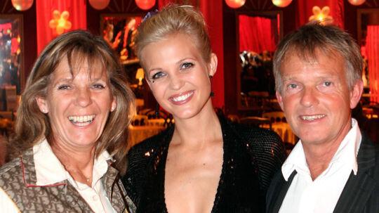 Efter en kortvarig krise er Tina Lunds forældre sammen igen - heldigvis inden hendes eget forestående bryllup.