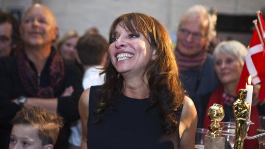 Oscarvinder Susanne Bier ankommer under stor jubel til Zentropa i filmbyen i Avedøre. Susanne havde svært ved at holde glædestårerne tilbage ved synet af de mange fremmødte venner og familie.