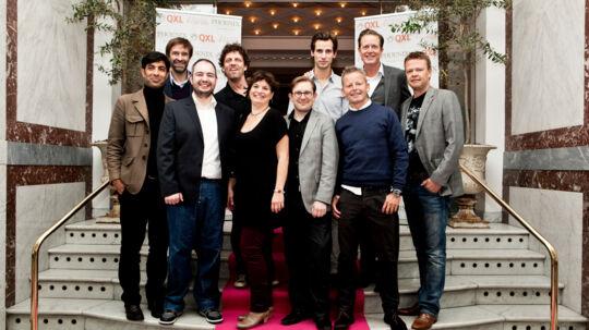 Auktion til støtte for Kræftens Bekæmpelse. Her er det: Simon Emil Ammitzbøll, Mette Frobenius, Kamal Qureshi, Dennis Ravn, Søren Hauch Fausbøll, Bubber, Christian Ritz, Carsten Bang, Peter Mygind og Martin Brygmann.