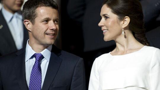 Kronprinsparret får ifølge en ny bog et utal af gaver fra danske virksomheder, som kan se en fordel ved, at de kongelige bruger netop deres produkt. (Arkivfoto)