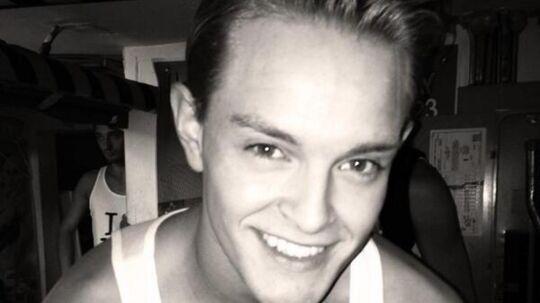 22-årige Jeppe Hansen fik sparket, da hans balletskole fandt ud af, han havde optrådt som pornomodel.