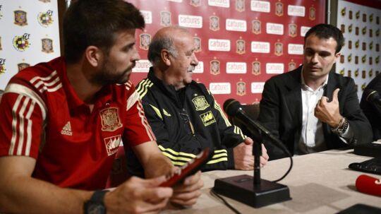 Gerard Pique og den spanske landstræner Vicente del Bosque.