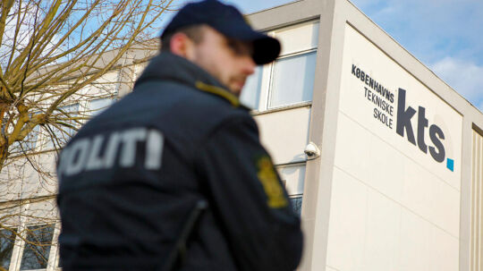 Endnu et bandemedlem er anholdt efter et voldsomt knivstikkeri på Københavns Tekniske Skole (Foto: Nikolaj Linares/Scanpix 2013).