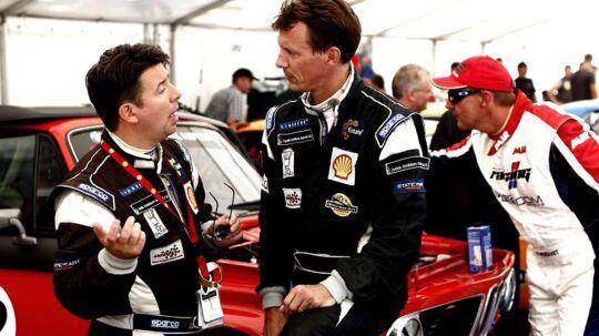 Prins Joachim i snak med en af sine holdkammerater ved weekendens racerløb i København. Angiveligt var der aftalt spil med i løbet. Intet tyder på, at Joachim var vidende om det aftalte spil.