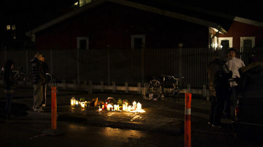 En 21-årig mand er død efter overfald på Frederiksberg, hvor en større gruppe mænd overfaldt ham på Kong Georgs vej.