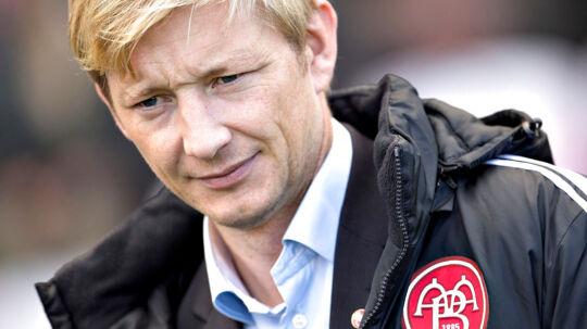 AaBs sportschef Allan Gaarde har grund til at bide negle for tiden. Konflikten mellem Spillerforeningen og Divisionsforeningen kan ødelægge deres Champions League-chancer.