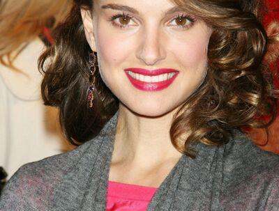 Natalie Portmans stil er så gennemfort, så den har vundet hende en førsteplads på InStyles top 10 over bedst klædte kvinder i showbusiness.