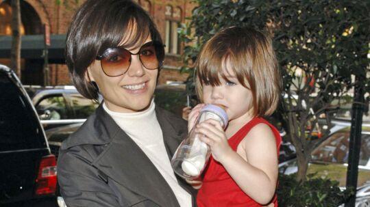 Katie Holmes og Suri Cruise bliver i New York, hvor lille Suri er skrevet på til en meget fin kendis-skole.