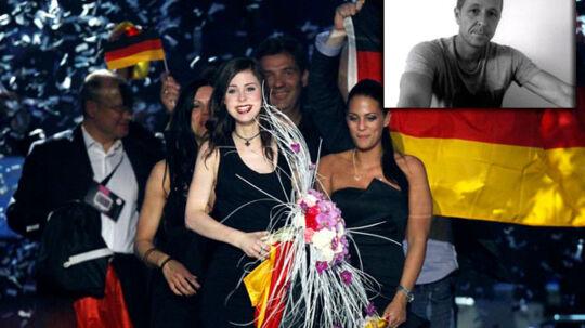 Den kun 18-årige tyske vinder Lena Meyer-Landrut - (højre hjørne) John Gordon, danskeren bag den tyske vinder sang.