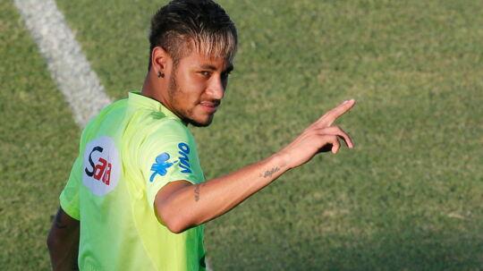 Neymar er vred på den brasilianske avis Folha de Sao Paulo.