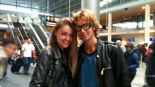 N'evergreen og hans russiske model-kæreste i Kastrup Lufthavn dagen efter MGP-finalen i Oslo.