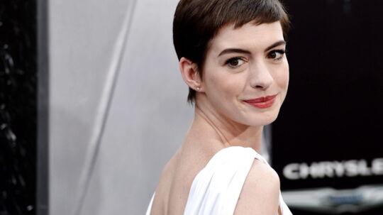 Nu bryder Anne Hathaway og Christian Bale tavsheden oven på Batman-massakren i Aurora, Colorado, i fredags
