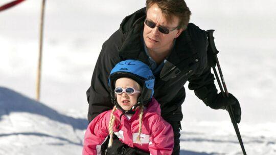 Arkivfoto af prinsJohan Friso og datterenZaria fra sidste års skitur.