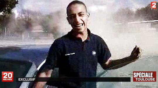 En video med den 23-årige Mohammed Merah, offentliggjort af den franske tv-station France 2, viser ham køre hjulspin.
