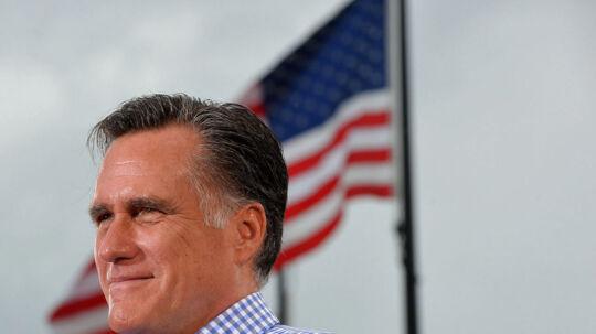 En lille måned før det amerikanske præsidentvalg sender en ny meningsmåling for første gang republikanske Mitt Romney foran demokratiske præsident Barack Obama.