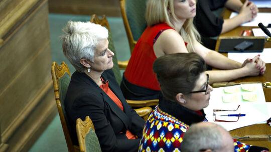 Annette Vilhelmsen ved Folketingets åbning tirsdag 2. oktobber 2012. Efter talen fik hun pludselig travlt. (Foto: Keld Navntoft/Scanpix 2012)