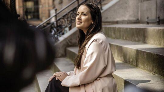 Geeti Amiri mener, at Politikerne skal forpligte sig på danskheden. På vores historie. Ligesom de nyankomne skal. »Min far var et rødt tal for samfundet, fra han kom, til han døde. Men mine forældre har givet fem aktive medborgere tilbage. Det er så meget mere værd end udgiften til ham kostede samfundet« siger hun.