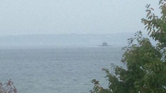 Her ses ubåden, da den passerer Helsingør.