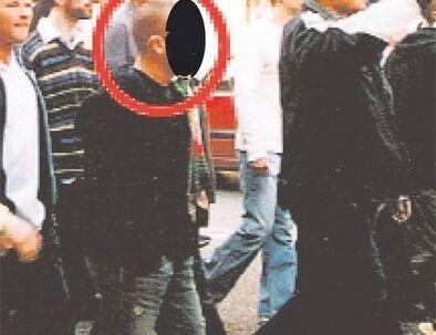Lille A, den ene af de to brødre, der anses for at være en af bagmændene bag Blågårds-banden og bandekrigen, der lige nu har trukket 140 ekstra politifolk på gaden. Her er han fotograferet i 2004 ved en demonstration arrangeret af Hizb ut-Tahir i København.