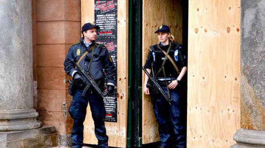 Sagen mod Store A og hans medtiltalte sker under massivt politiopbud.
