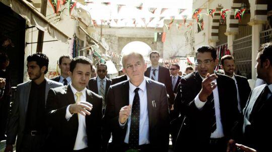 Udenrigsminister Villy Søvndal (SF) tog sig en tur rundt i Tripolis bazar under et besøg i Libyen i 2012. Som udenrigsminister har han tilbragt en stor del af sin ministertid i udlandet.