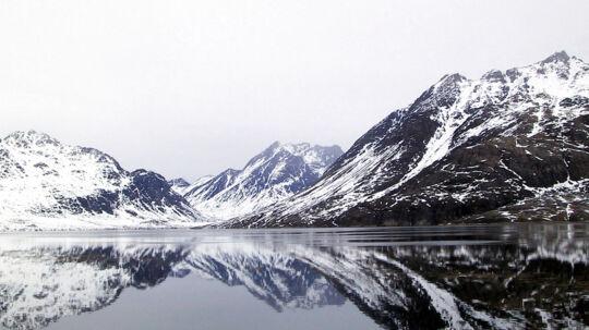 En kontroversiel udmelding har fjernet fokus fra, at en lille grønlandsk by har udsigt til et markant økonomisk løft.