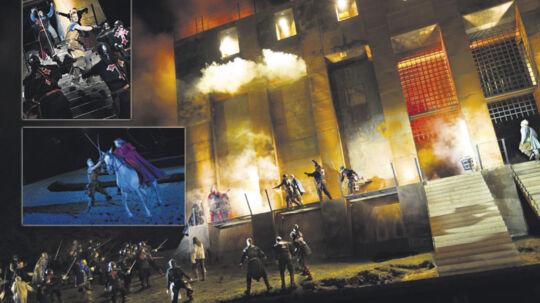 En stor borg er bygget på - den kan både brænde og brase sammen. 'De tre musketerer' er et action-eventyr for raske drenge og piger i alle aldre.