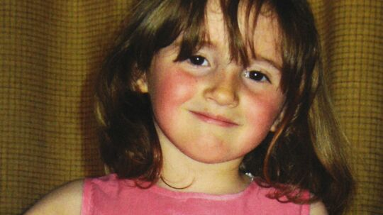 Manden, der er sigtet for bortførelse og mord på den femårige April Jones, er ven af familien. Han bliver afhørt i retten i Wales mandag.