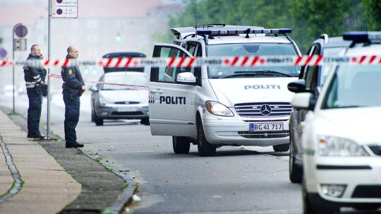 Politiet leder lige nu efter gerningsvåbene på Tomgårdsvej i Københavns Nordvest-kvarter, hvor to mænd blev stukket ned fredag formiddag.