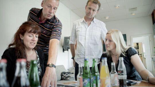 Her ses tidligere chef Kim Henningsen - til venstre - og yderst til venstre tidligere nyhedschef på Se og Hør, Lise Bondesen