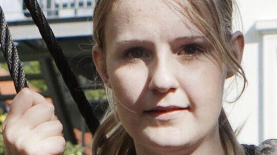 16-årige Signe Dyhrberg Jensen kæmper stadig med fysiske mén efter præstøulykken 11. februar. Men det værste for den unge pige er, at hun ikke kan følges med sine veninder i gymnasiet. Det er foreløbigt sat på standby.
